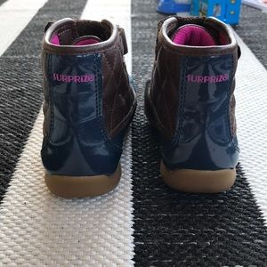 Shoes - Kids size 8 toddler rain/snow boots.